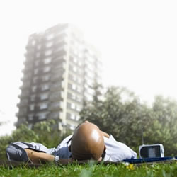 Man_lying_on_grass_with_radio+250