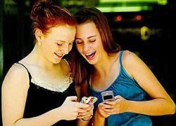 Young People Texting_250
