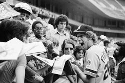 Fidrych with fans