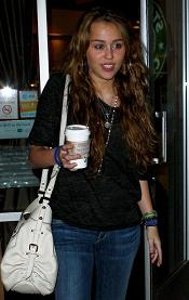 Miley Cyrus_Starbucks